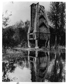 The Temple Terrace Bat Tower, 1924. - http://swampysflorida.com/?p=13352