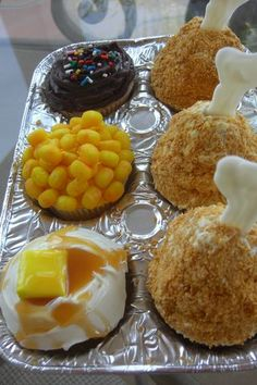 Fried Chicken TV dinner cupcakes!  So cute!