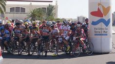 Pelotón de Salida de la Vuelta ciclista a la Provincia de Valencia