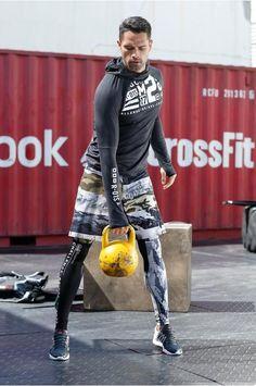 Ob kurz oder lang – die Reebok Shorts mit stylischem Camouflage-Print sehen cool aus und halten die Haut angenehm kühl und trocken. Für Outdoor-Sport gibt das Langarmshirt optimale Deckung. Die Nike Sneaker treiben Funktion und Fashion auf ein neues Level.
