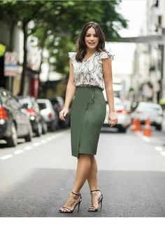 Printed top and olive pencil skirt Stylish Work Outfits, Classy Outfits, Work Fashion, Trendy Fashion, Style Fashion, Trendy Style, Casual Dresses, Fashion Dresses, Maxi Dresses