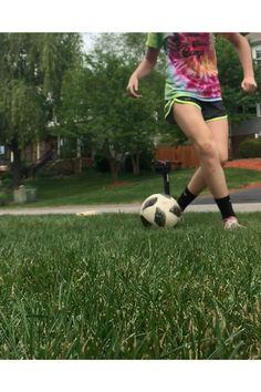 Soccer Player Workout, Soccer Dribbling Drills, Football Training Drills, Football Workouts, Soccer Players, Soccer Skills For Kids, Soccer Practice, Soccer Tips, Football Tricks