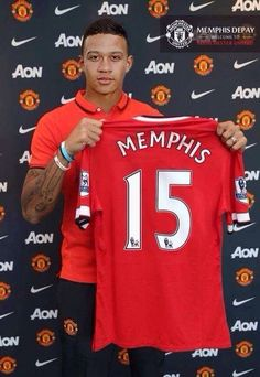 New signing Marcos Rojo will wear the shirt for the Reds. Astonishing seeing another player holding the shirt of Man United and not Rio Ferdinand, 'End of an Era'. Welcome to Manchester United Marcos Rojo! Football Soccer, Football Players, Soccer Teams, Football Boots, Premier League, Memphis Depay, Rio Ferdinand, Manchester United Players, Sir Alex Ferguson