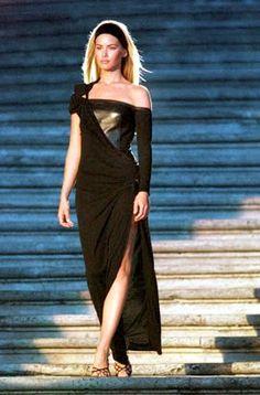 Rome, Italia - Donne Sotto Le Stelle - Piazza Espagna - Tributo Versace Atelier Fall Winter 1997 1998 Collection - September 11, 1997 - Valeria Mazza