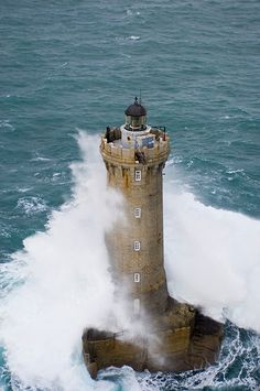 LIghthouses of Iroise. Le phare du Four Lighthouse Pictures, Ship Drawing, Beacon Of Hope, Show Me The Way, Deep Blue Sea, Wild Nature, Ancient Art, Belle Photo, Beautiful Places