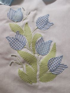 Ideas For Applique Quilting Patterns Patchwork Embroidery Flowers Pattern, Hand Embroidery Stitches, Applique Patterns, Applique Quilts, Applique Designs, Embroidery Applique, Quilt Patterns, Machine Embroidery, Embroidery Designs