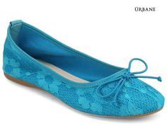 Belly is the prevailing style of women's shoe that features feminine grace. Urbane endeavours to bring you this exquisitely crafted blue lace belly to accentuate your personality. Ensures comfort with a distinct style. Can be worn with Indian as well as Western dress. Hit the road by wearing this pair of belly and be the eye-catcher!