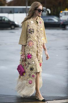 Chiara Ferragni rocked them around Paris Fashion Week with a boho-inspired twist. Chiara Ferragni rocked them around Paris Fashion Week with a boho-inspired Fashion Week Paris, Trend Fashion, Fashion Weeks, Womens Fashion, Fashion Spring, Fashion Styles, Fashion Models, Style Fashion, Pull Crochet