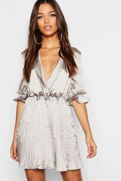 Get camera ready with boohoo's range of show-stopping graduation dresses. Gold Satin Dress, Satin Dresses, Blue Dresses, Short Sleeve Dresses, Gray Dress, Dress Up, Bodycon Fashion, Latest Dress, Skater Dress