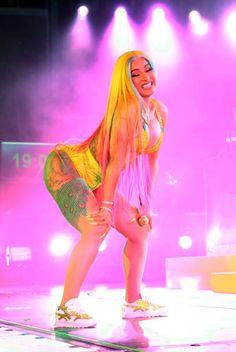 Summer Jam 2019 Yellow Balenciaga, Viral Dance, Cardi B Photos, B Fashion, Curvy Outfits, Female Singers, Nicki Minaj, Swagg, Bikini Girls