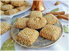 kömbe kurabiye Ramadan Desserts, Cookie Desserts, Cookie Recipes, Greek Cooking, Cooking Time, Cake Dip, Types Of Cakes, Bread Cake, Indonesian Food