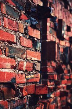 Beat up bricks Brick In The Wall, Brick And Mortar, Concrete Building, Concrete Blocks, Creative Architecture, Architecture Details, Window View, Rear Window, Dark Red Brown