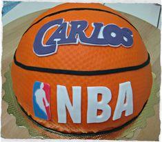 Hace poco que Carlos cumplió 8 añitos. Su gran pasión es el baloncesto, así que nos animamos a hacerle una tarta con forma de balón. ...
