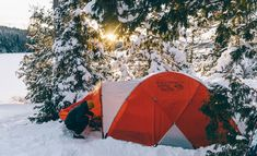 Winter Camping 101: Here Are 7 Tips to Get You Started Rv Camping Tips, Backpacking Tent, Kayak Camping, Cold Weather Camping, Winter Camping, Outdoor Fun, Outdoor Gear, Usa Fishing, Winter Activities