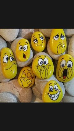 Rock Painting Patterns, Rock Painting Ideas Easy, Rock Painting Designs, Pebble Painting, Pebble Art, Stone Painting, Emoji Painting, Stone Art Painting, Garden Painting