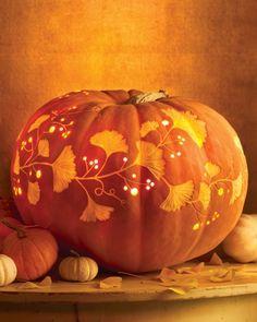Vine-and-Leaf Carved Pumpkin  かぼちゃにイチョウをあしらうなんて  素敵!