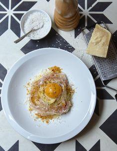 Les VRAIES carbonara // Spaghettoni alla carbonara pour 4 personnes - Recettes Elle à Table
