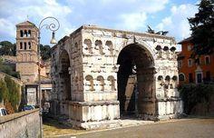 Arco di Giano ; l'unico monumento del Foro Boario a Roma ancora in attesa di restauro, oramai deteriorato a causa dell'acqua e dello smog (2015)