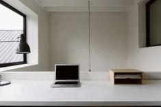 BINNENKIJKEN. Krap rijhuis wordt baken van licht - De Standaard Mobile Home Design, Ceiling Lights, Lighting, Nice, House, Inspiration, Home Decor, Ideas, Biblical Inspiration