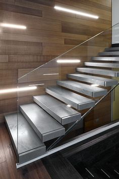 Scala Interna a Sbalzo - RealizzazioniAfaScale Staircase Design Modern, Stair Railing Design, Home Stairs Design, Modern Stairs, Interior Stairs, Home Room Design, House Design, Marble Stairs, Glass Stairs