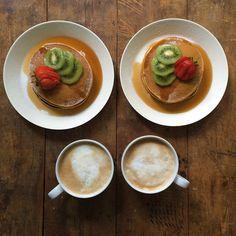 Instagram media symmetrybreakfast - Friday: Pumpkin spice pancakes with kiwi, strawberry, maple syrup and a caffè latte. #symmetrybreakfast #symmetry #breakfast #pancakes #pumpkin #libbys #kiwi #strawberry #lastdaysofsummer #london #londonfields #hackney #friday #weekend #eastlondon #e8