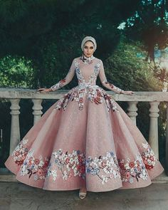 Adorable wedding hijab style you will love 75 Hijab Prom Dress, Hijab Evening Dress, Hijab Style Dress, Hijab Wedding Dresses, Wedding Gowns, Evening Dresses, Prom Dresses, Hijab Bride, Muslim Dress