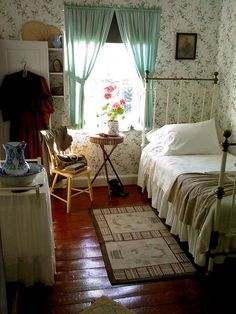 Adorable, vintage cottage bedroom anne of green gables, casa real, cozy house, Cottage Living, Home And Deco, My New Room, Beautiful Bedrooms, Cozy House, Grandma's House, Bedroom Decor, Girls Bedroom, Shabby Bedroom