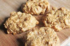 peanut butter oatmeal cookies. no flour, no dairy.