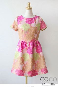 Różowa Koktajlowa Sukienka w Pastelowe Kwiatki z Odkrytym Suwakiem na Plecach