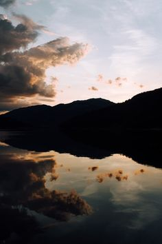 silhouette photography of mountain and body of water Best Nature Wallpapers, Stunning Wallpapers, Beautiful Nature Wallpaper, Forest Wallpaper Iphone, Of Wallpaper, Summer Wallpaper, Nature Images, Nature Pictures, Nature Nature