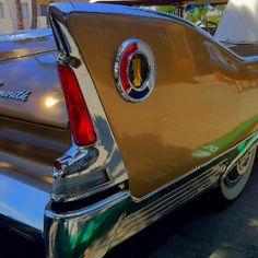 beware those pointy things, you could poke an eye out! Retro Cars, Vintage Cars, Antique Cars, Cadillac, Plymouth Fury, Old School Cars, Us Cars, Automotive Art, Collector Cars