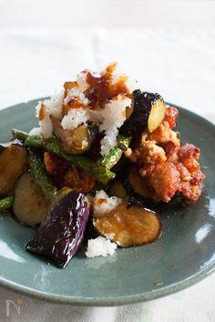 揚げ鶏となすの黒酢おろし和え Sushi Recipes, Asian Recipes, Cooking Recipes, Healthy Recipes, Indonesian Recipes, Healthy Food, Chicken Recipes, Cafe Food, Recipes