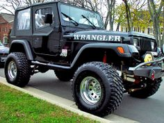 1995 Jeep Wrangler, personally loved the square lights. See more about Jeep Wranglers and Jeeps. Jeep Wrangler Renegade, Jeep Wrangler Parts, Jeep Tj, Badass Jeep, Sweet Cars, Jeep Liberty, Jeep Life, Cool Trucks, Jeep Grand Cherokee