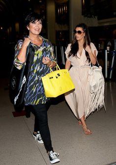 Kris Jenner with Birkin bag and black&white all star sneaks Estilo Kris Jenner, Kris Jenner Style, Kardashian Family, Kardashian Style, Kardashian Jenner, Kim K Style, Mom Style, Love Fashion, Luxury Fashion