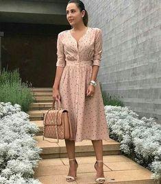 Guia Completo do Vestido Midi Pretty Dresses, Modest Dresses, Summer Dresses, Formal Dresses, Dress Outfits, Fashion Dresses, Frock Design, Church Outfits, Business Attire