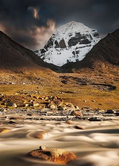 Le mont Kailash, au Tibet Plus Beautiful World, Beautiful Places, Kailash Mansarovar, Temple India, Hindu Temple, Nepal, Lord Shiva Painting, Himalaya, Rando