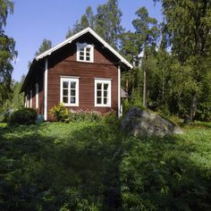 Swedish House, British Colonial, Cabin Homes, Scandinavian Style, Old Houses, Small Spaces, Sweet Home, Farmhouse, Cottage