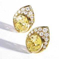 Selection of Van Cleef & Arpels jewelry sold @ Sotheby's, Magnificent Jewels, New York - Alain. Van Cleef And Arpels Jewelry, Van Cleef Arpels, Oval Diamond, Diamond Cuts, European Cut Diamonds, Round Diamonds, International Jewelry, Ear Earrings, Colored Diamonds