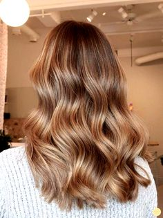 Honey Blonde Hair The 74 Hottest Blonde Hair Looks to Copy This Summer Brown Hair With Blonde Highlights, Honey Blonde Hair, Blonde Hair Looks, Warm Blonde, Carmel Blonde Hair, Beige Highlights, Honey Brown Hair, Light Blonde, Light Brown Hair