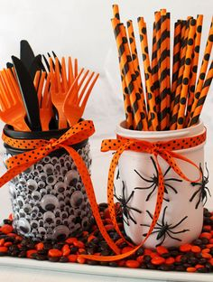 Spooky Halloween Mason Jars - a fun diy Halloween craft project to do with the kids. Cover Mason Jars with creeping, crawling spiders and jiggly Monster Eyes Spooky Halloween, Halloween Mason Jars, Halloween Ribbon, Fun Halloween Crafts, Halloween Food For Party, Kid Crafts, Pretty Halloween, Hallowen Party, Halloween Office