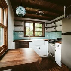 In a tiny house the functionality of the kitchen is key. We are always searching for inspiration when it comes to design and lay- out. This full kitchen would fit most anyone's needs! @Regrann from @windrivertinyhomes #greenliving #tinyhousenation #tinyhousenews #interiordesign #dwell #home #simpleliving #tinyhouseswoon #modernrustic #design #thow #tinyhouseonwheels #tinyhouseliving #tinyhousebuild #tinyhouselove #hgtv #tinyhousemovement #tinyhousenation #tinyhouse #dwell #home #simpleliving…