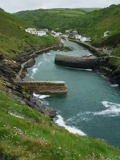Boscastle, North Cornwall a steep climb, but so worth it North Cornwall, Devon And Cornwall, North Wales, Cornwall Coast, Places To Travel, Places To See, Into The West, Kingdom Of Great Britain, England And Scotland
