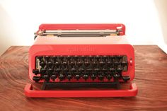 I'm a little tired of the indie typewriter cliché, but I loooooovvvve this mod style. I think I'd actually like it more for functionality's sake if it was a toaster.  I'm serious, wouldn't it be a cool toaster?