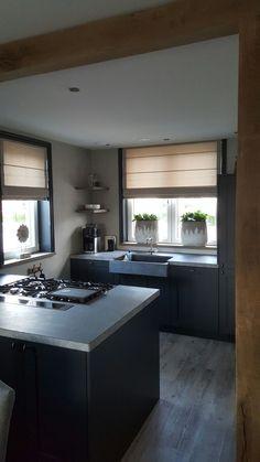 Fresco kalkverf Warm Grey - Lilly is Love Black Kitchens, Cool Kitchens, Castle Stones, Ethnic Home Decor, Warm Grey, Cabinet Design, Kitchen Organization, Fresco, Kitchen Decor
