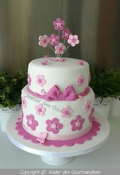 fondant cake - flowers for birthday girl (food decorations fondant cakes) Bithday Cake, Baby Birthday Cakes, Cake Decorating Techniques, Cake Decorating Tips, Pretty Cakes, Beautiful Cakes, Bolo Chanel, Birthday Cake With Flowers, Cake Flowers