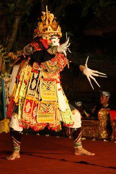 Telek dancer, Ubud Palace, Bali © Judith Sylte, 1997.