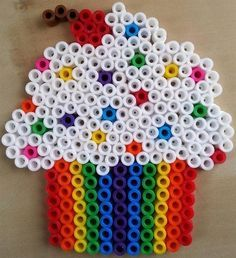 Cupcake Hama Bead design by Morgan H. Easy Perler Bead Patterns, Melty Bead Patterns, Perler Bead Templates, Diy Perler Beads, Perler Bead Art, Beading Patterns, Art Patterns, Pearler Beads, Painting Patterns