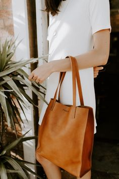 Ethically made leather handbags crafted with Italian vegetable-tanned leather and sustainable materials. We make bags you will have for a lifetime and that get more beautiful with. Tan Leather Handbags, Tan Handbags, Handbags On Sale, Luxury Handbags, Purses And Handbags, Leather Purses, Leather Totes, Leather Bags, Cheap Purses