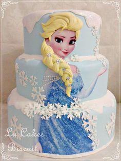 Ideia maravilhosa de bolo para a sua Festa Infantil Frozen. Neste modelo a rainha Elsa ganhou destaque. Créditos Lu Cakes Biscuit.