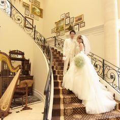 ドレスの美しさが引き立つ*結婚式場の階段で撮るウェディングフォトのおすすめポーズまとめ♡ | marry[マリー]